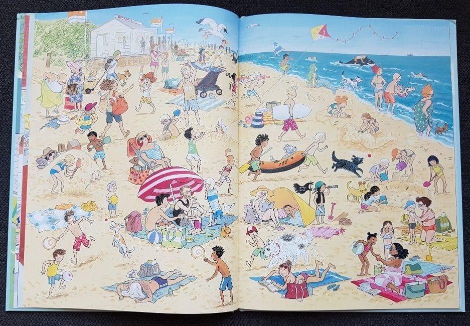 zoekboek op het strand