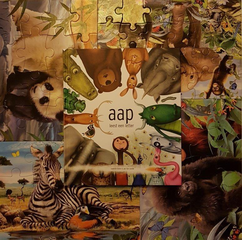 aap leest een letter