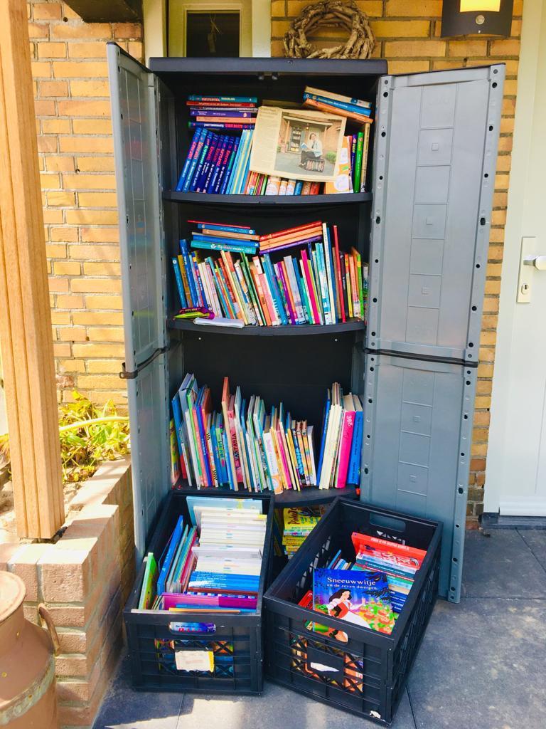 Boekenkasten en minibiebs