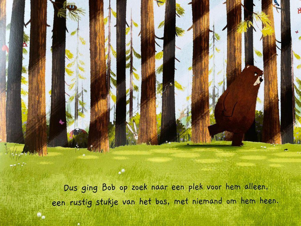beer in het bos