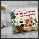 O-oh mol zit vast in het muizenhol